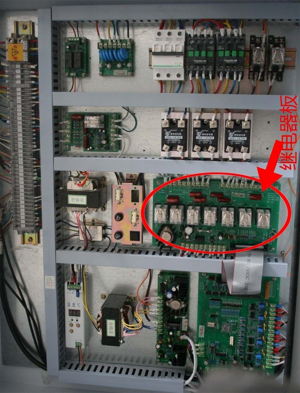 中黄色圆圈处)接触器线圈接线端上是否有220v交流电